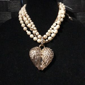 Betsey Johnson Metallic Gold & pearl necklace NEW